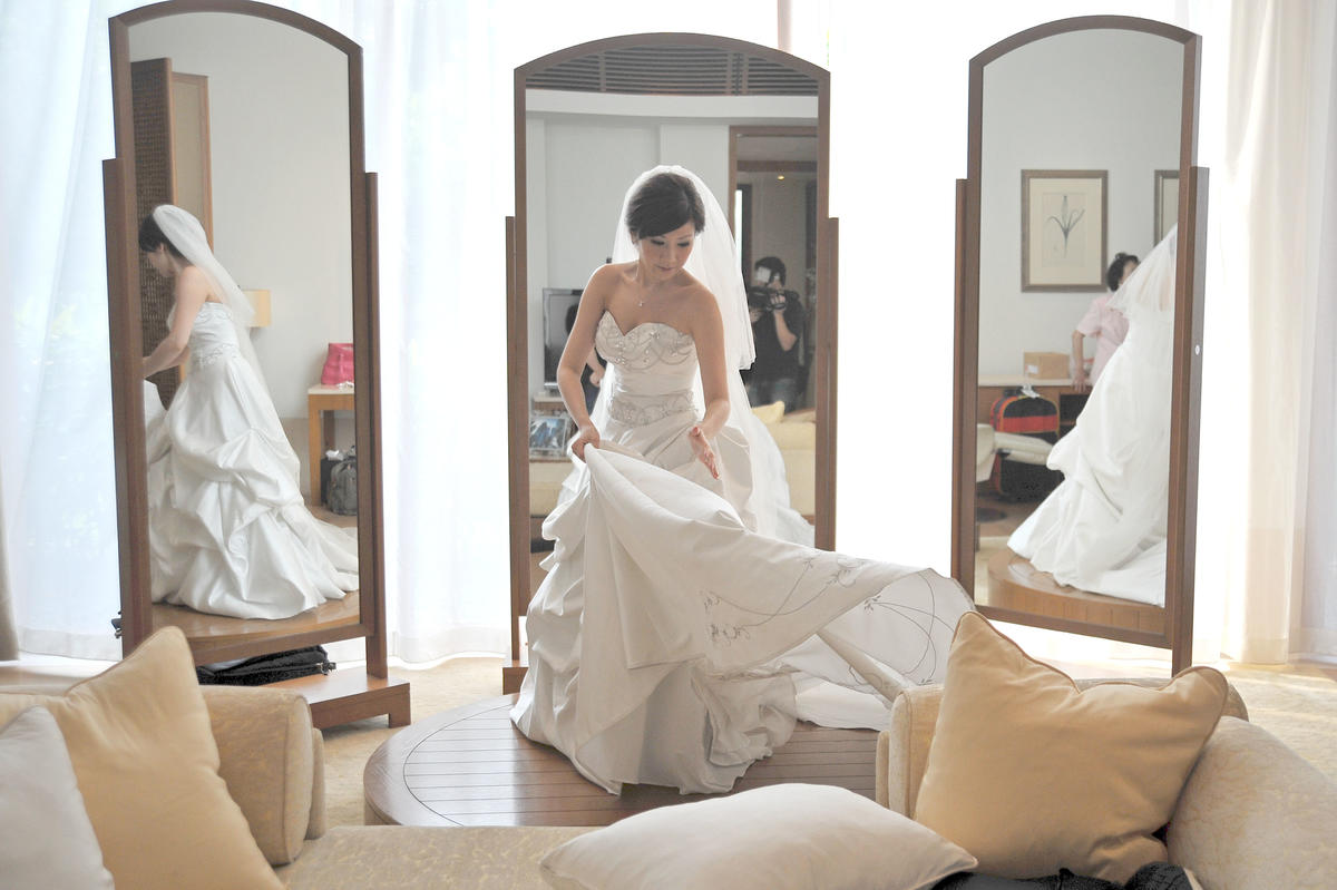 http://www.pwimages.com/images/perfectbride/0cdd9e2532958562711a02bcbeb02f5f-livesnapps_tjserene_240312_051.jpg