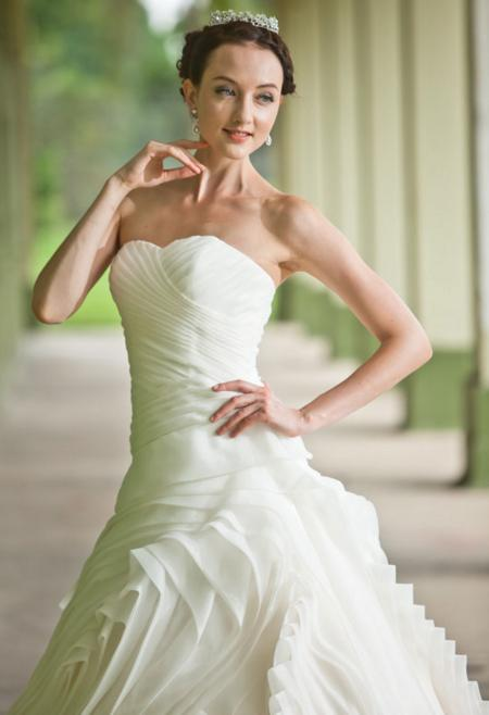 http://www.pwimages.com/images/perfectbride/0f3a5d195b9a7794240ae2ba695e5e28-14.png
