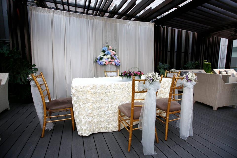 http://www.pwimages.com/images/perfectbride/129a47c95c4b291ab0b3431257d2f021-16-Outdoor-Solemnisation-Detail.jpg