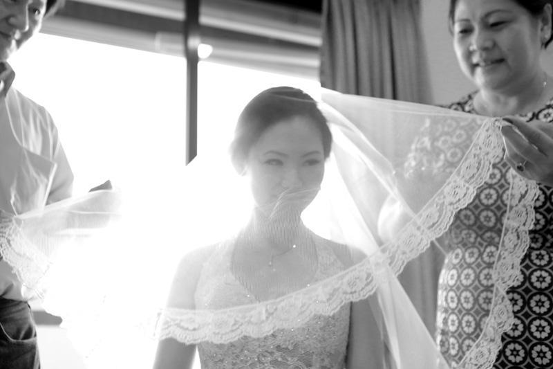 http://www.pwimages.com/images/perfectbride/12b8d867451b42c70001de5fd5486f4d-annabel-law-photography-weddings-singapore-realweddings-prewedding (16).jpg