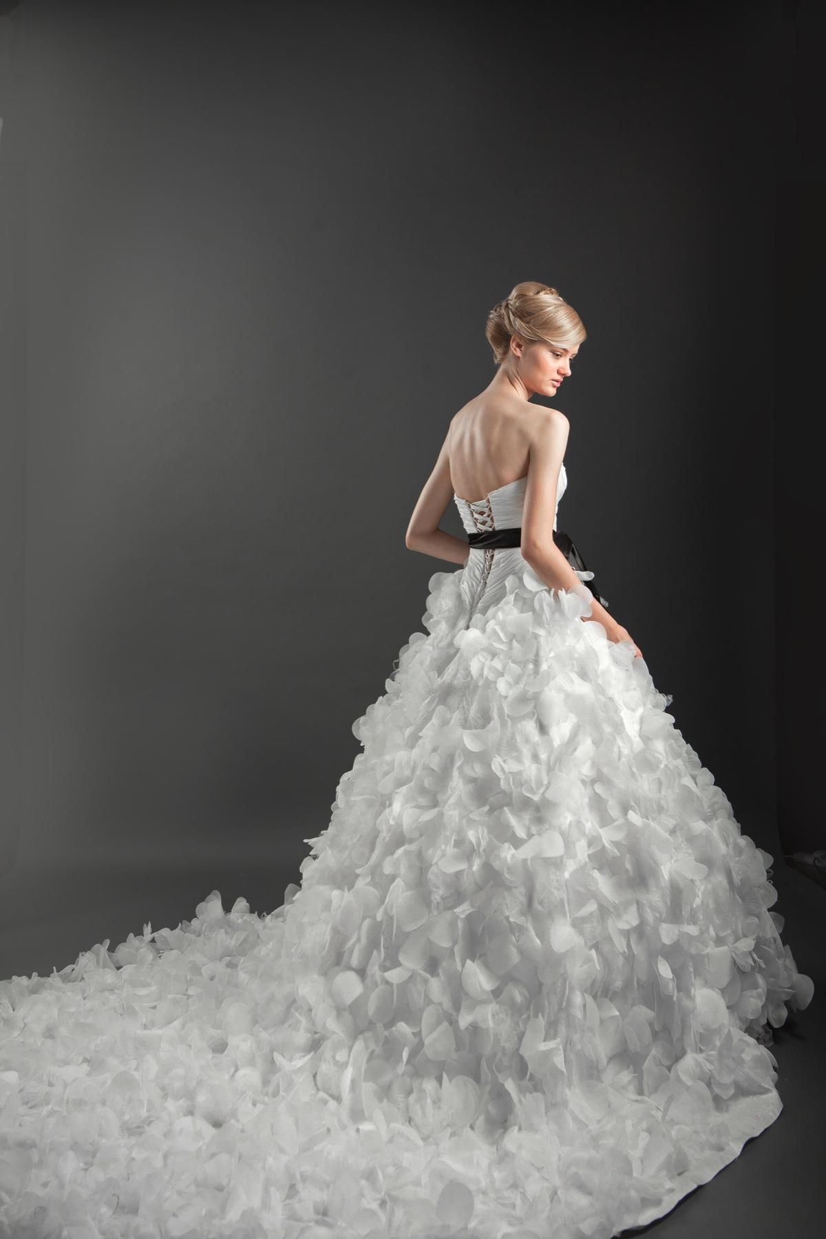 http://www.pwimages.com/images/perfectbride/18ec01228bceccbffe3ad83d45778dd6-IMG_5082.jpg
