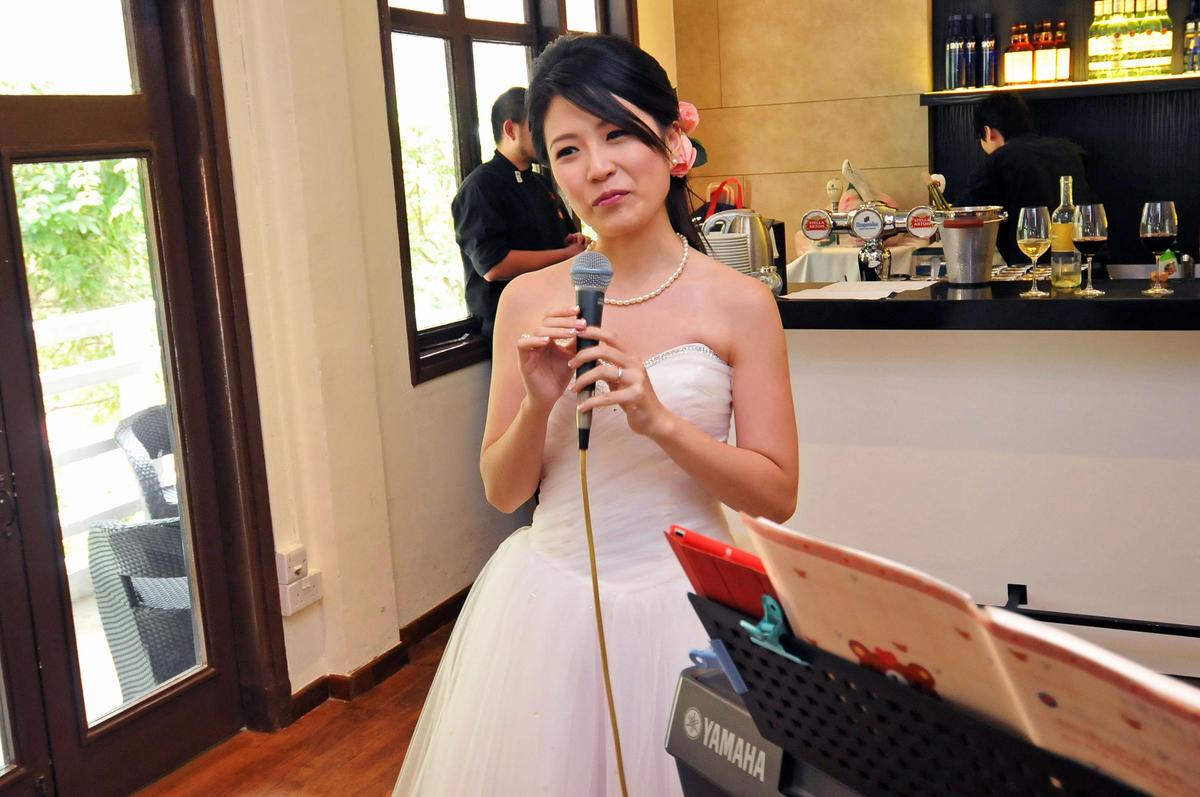 http://www.pwimages.com/images/perfectbride/1dae2b4529ec2e1cdf9aa3e5a7180a9a-nx-livesnapps_winne_191111_104.jpg