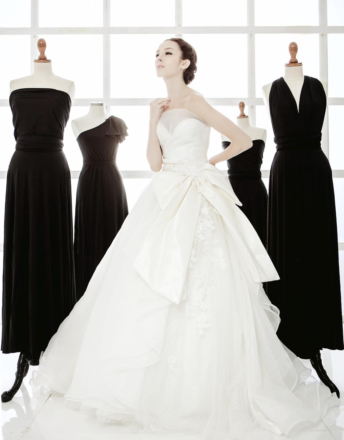 http://www.pwimages.com/images/perfectbride/21e1869db07216a0277543776e85bc31-IMG_2182.jpg