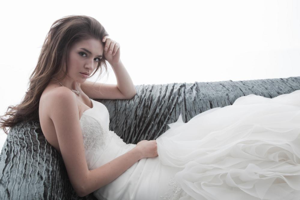 http://www.pwimages.com/images/perfectbride/223a9c2f67673a7bc4cfe5fa08032d04-78.png