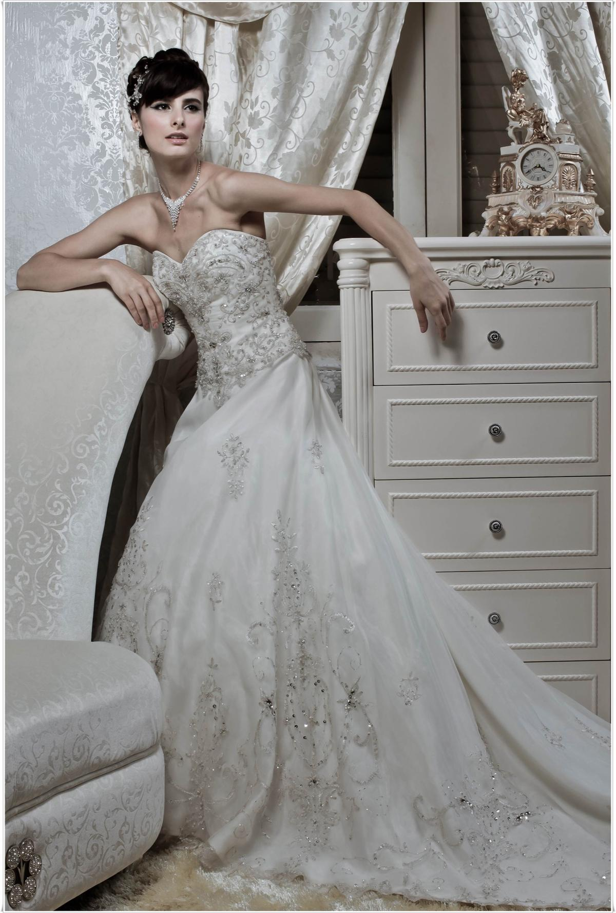 http://www.pwimages.com/images/perfectbride/23a52a09bfb7b8ee0012f5942ae7f155-206.jpg