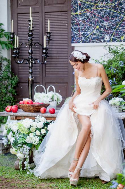 http://www.pwimages.com/images/perfectbride/28a236dc9939512ee686519835393ed6-183.png