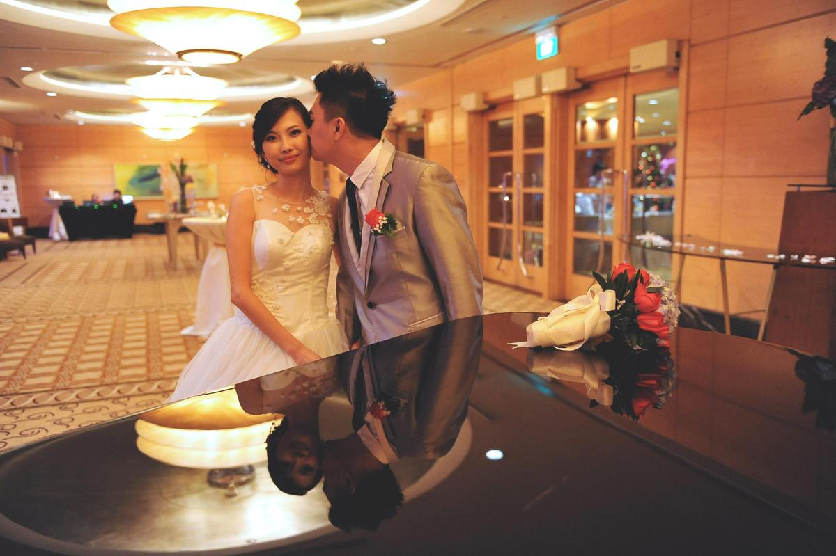 http://www.pwimages.com/images/perfectbride/2dc6be7700734b476dc83f8faa7b3f1c-nx-livesnapps_kenhuijing_221114_079.jpg