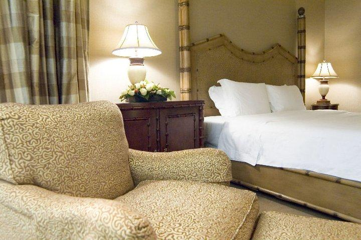 http://www.pwimages.com/images/perfectbride/377d47deb5c38a57f460857829eaaecd-26-Executive-Suite-Bedroom.jpg