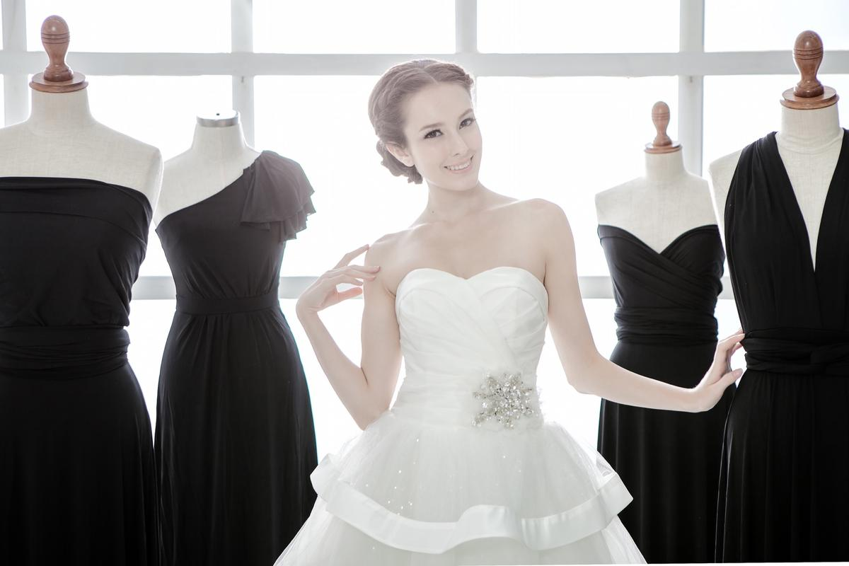 http://www.pwimages.com/images/perfectbride/46303e05ea557ea649f455bf276d6858-IMG_2225.jpg