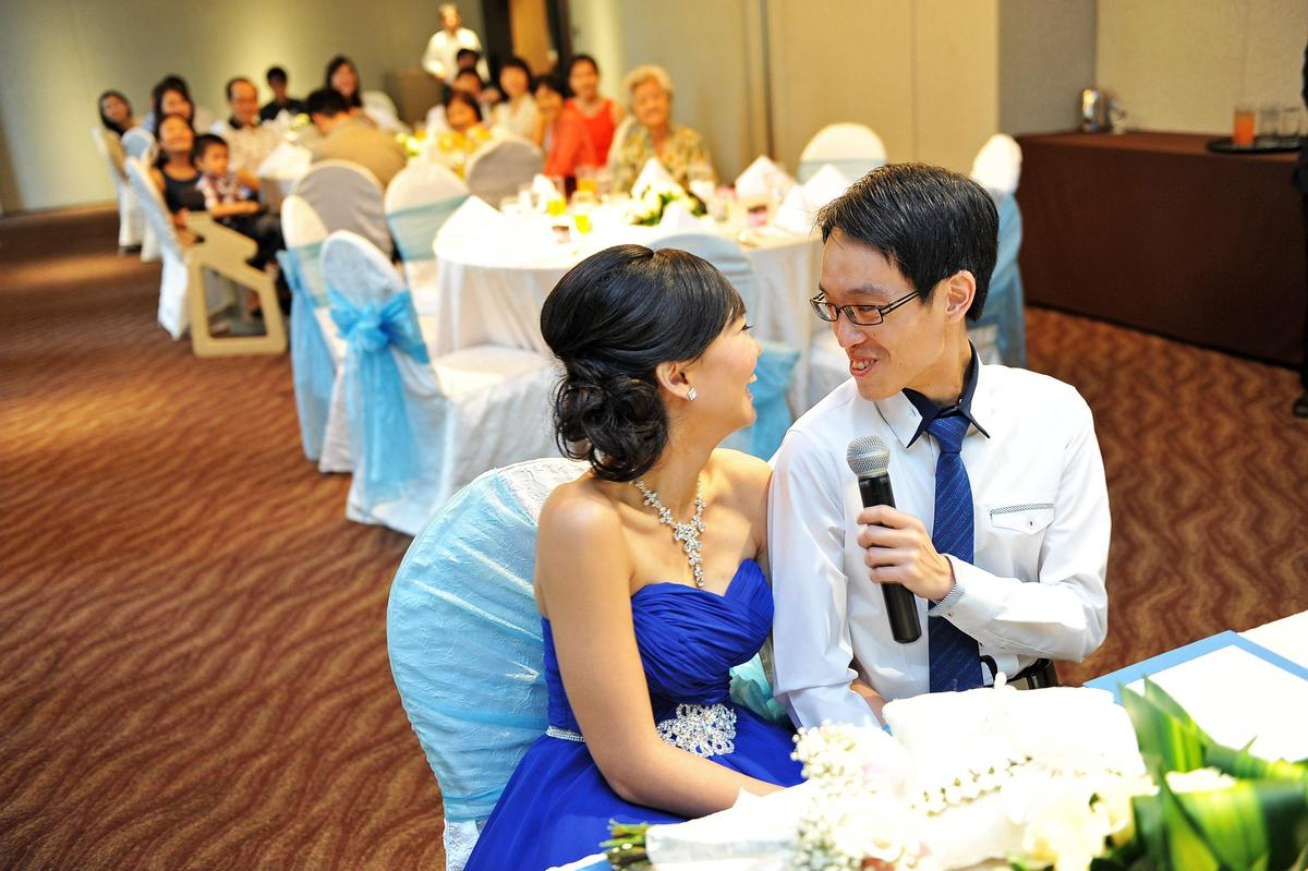 http://www.pwimages.com/images/perfectbride/5af622256e2a51564883420b8d02063e-nx-livesnapps_irwinkaishi_020313_067.jpg