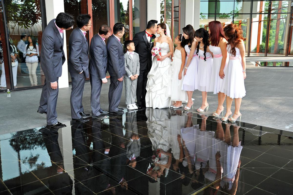http://www.pwimages.com/images/perfectbride/602e700a510a62a416c099583244d445-livesnapps_tjserene_240312_118.jpg