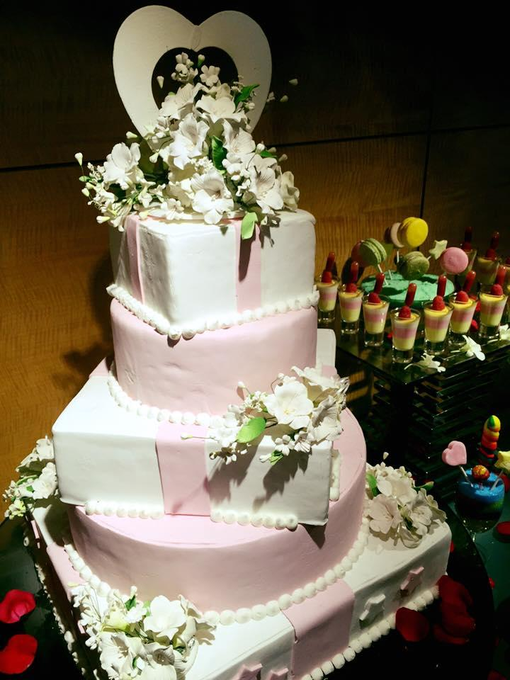 http://www.pwimages.com/images/perfectbride/629eb15aba20bcfc049df3dff4adb79d-15-Wedding Cake.jpg