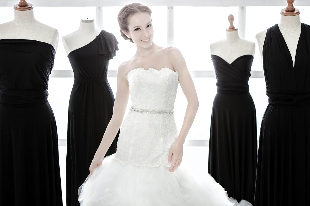 http://www.pwimages.com/images/perfectbride/63be0e21fb9c32ae288d172854b09242-IMG_2125.jpg