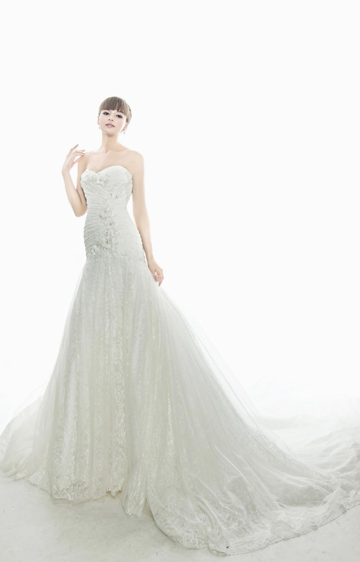 http://www.pwimages.com/images/perfectbride/667f61f5881542db2a8effc7b22c84ce-IMG_6572.jpg
