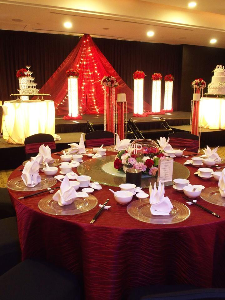 http://www.pwimages.com/images/perfectbride/8376c93a8cf7d483a275be04d27af09e-13-Table Setting.jpg