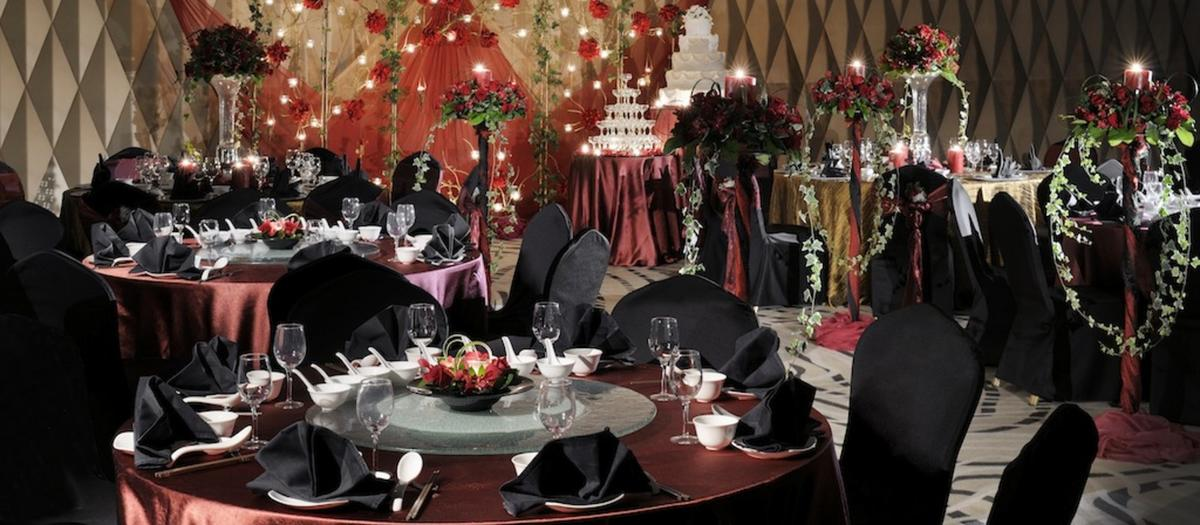 http://www.pwimages.com/images/perfectbride/8639cce8091845262aeaf1383ce2e0c1-21-Wedding-Setting.jpg