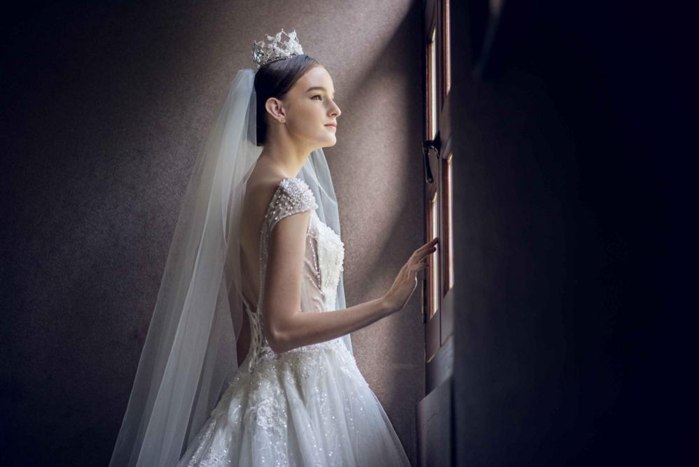 http://www.pwimages.com/images/perfectbride/a12012672b1734c236f5ca588f29886e-9.png
