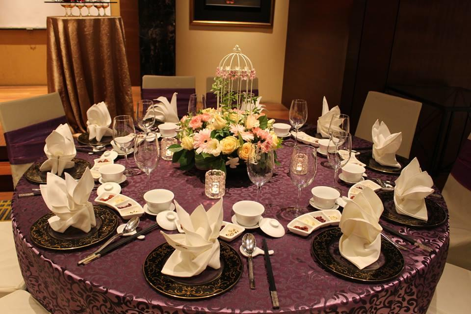 http://www.pwimages.com/images/perfectbride/a8d14d7308fae1306148c0076cffa27e-9-Table-Setting.jpg