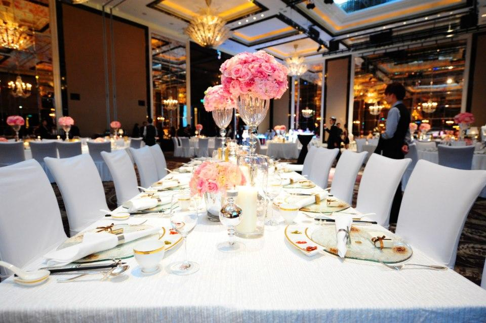 http://www.pwimages.com/images/perfectbride/aade86fec9450cd7ec0e1179d8c40a20-Table Setting.jpg