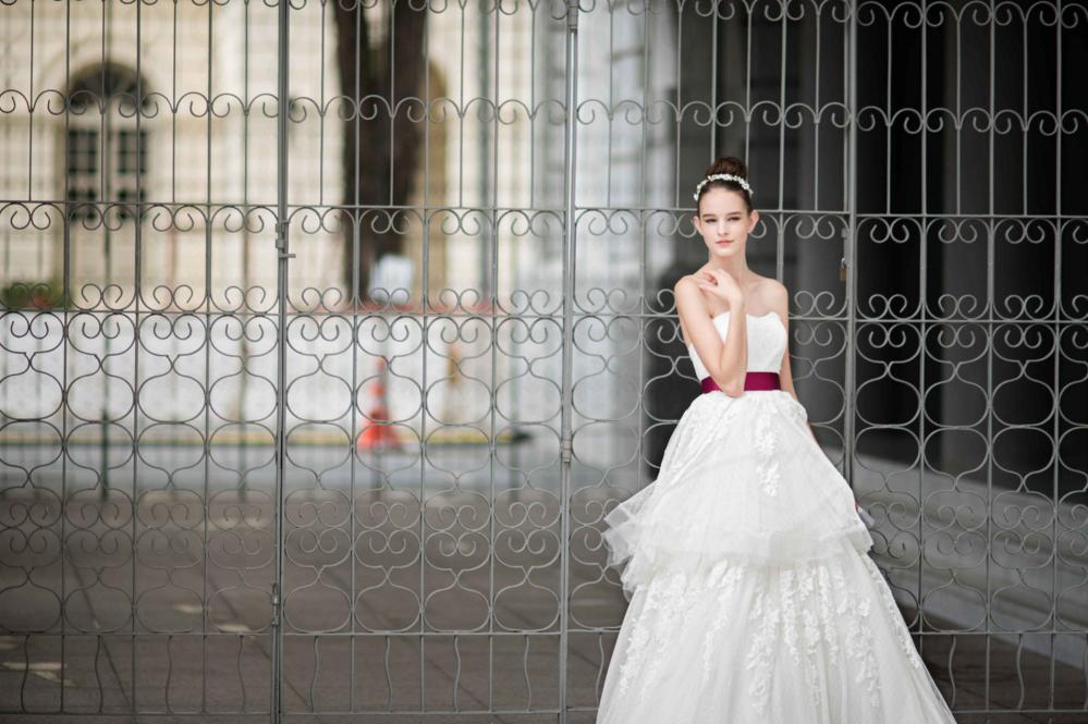 http://www.pwimages.com/images/perfectbride/b4c85bbded1b96a55b5e3a11bd7e910a-55.png