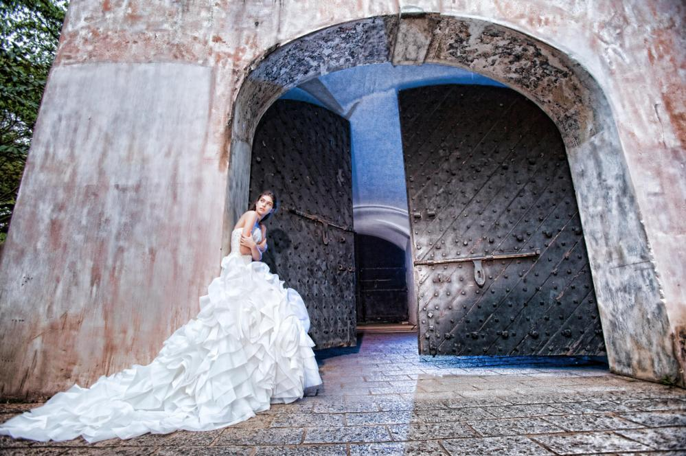 http://www.pwimages.com/images/perfectbride/b703a9d041c3974c972b29f82f495b32-157.png