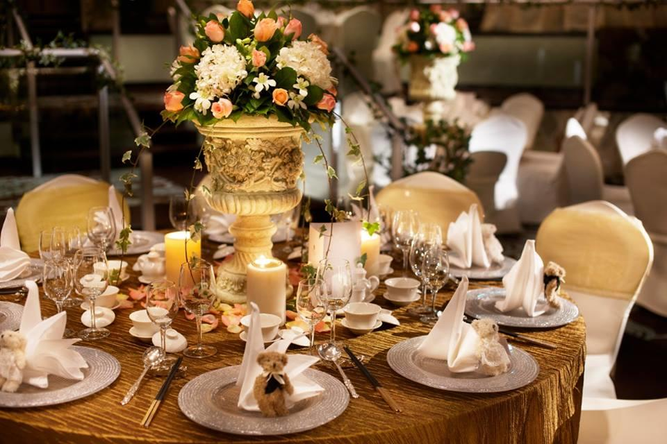 http://www.pwimages.com/images/perfectbride/ba027ae154c33cd9d2ad0f921c3a927d-24-Table-Setting.jpg