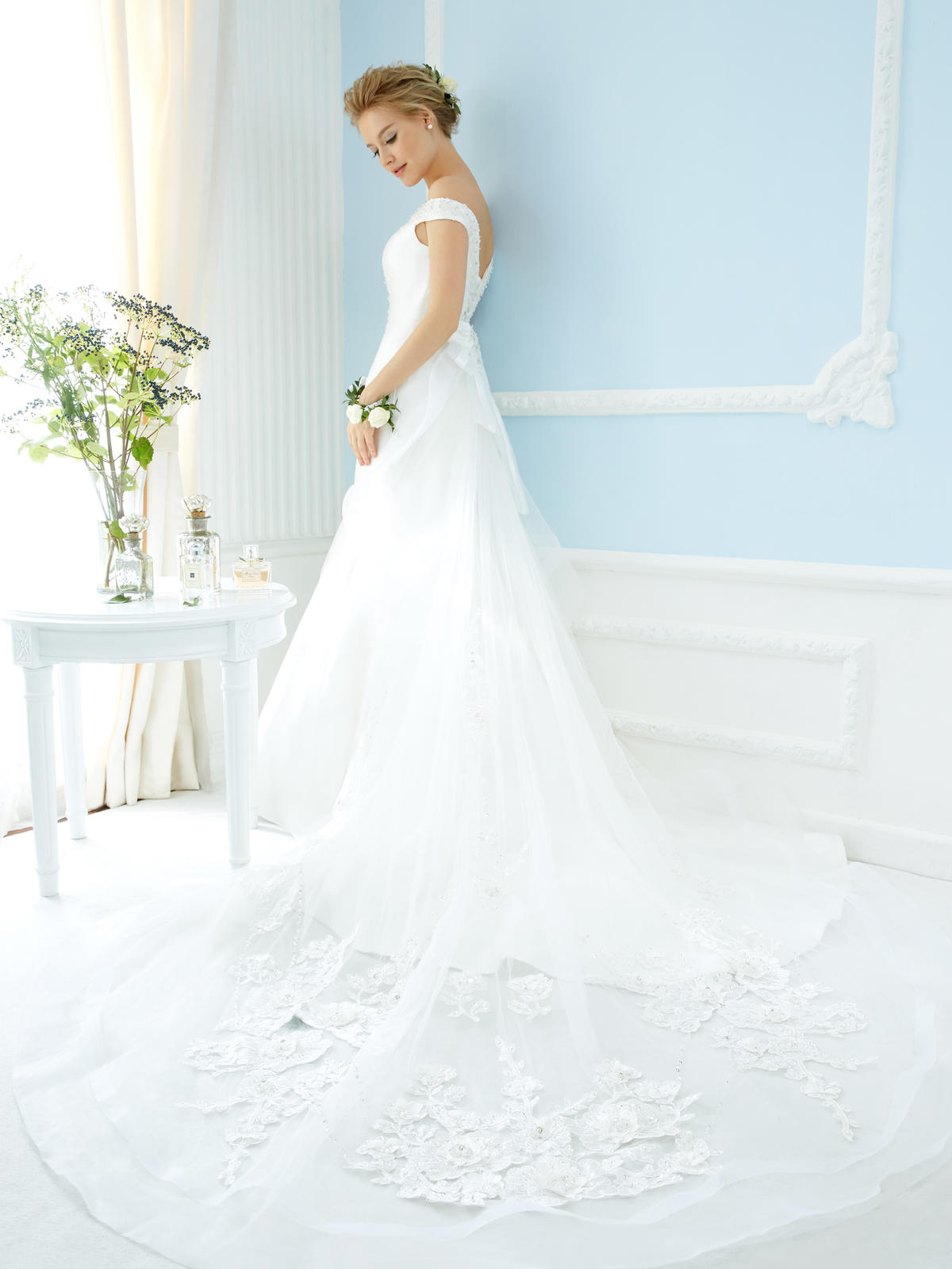 http://www.pwimages.com/images/perfectbride/d17fd5b2bfd0f2ab6dbd816020b55782-23.jpg