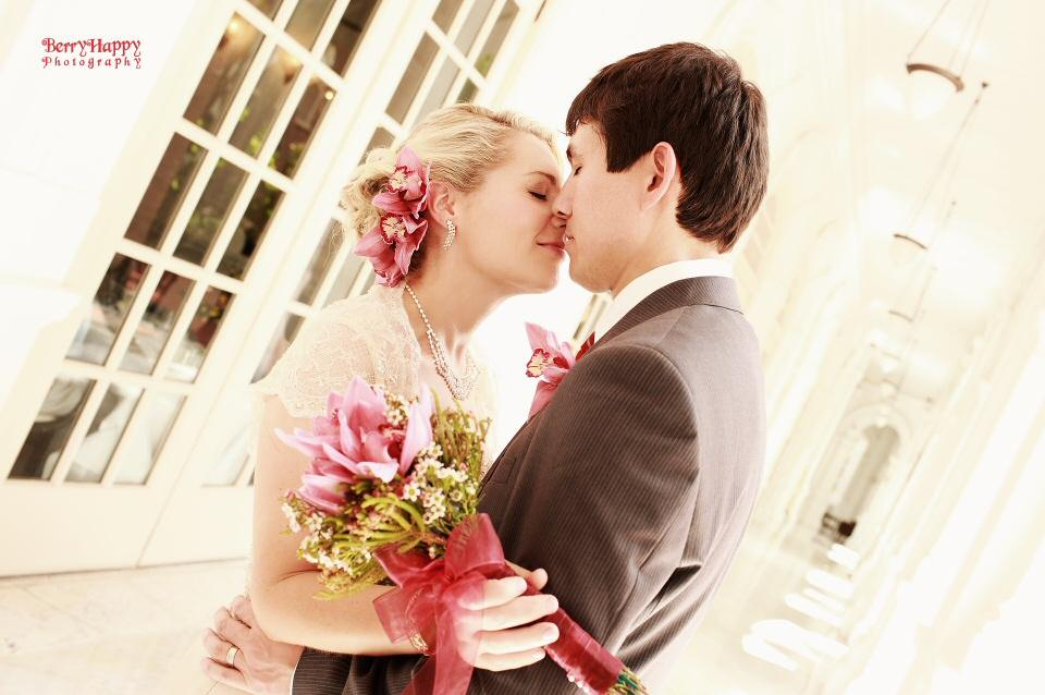 http://www.pwimages.com/images/perfectbride/d24d0be5707f9ed03444439e69898900-BerryHappy-Photography-Pre-Wedding-08.jpg