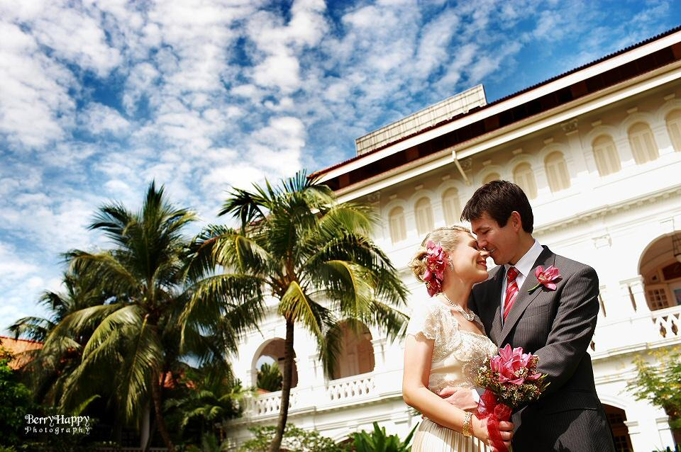 http://www.pwimages.com/images/perfectbride/e682af8634b1892324121e152c7f5cbc-BerryHappy-Photography-Pre-Wedding-03.jpg