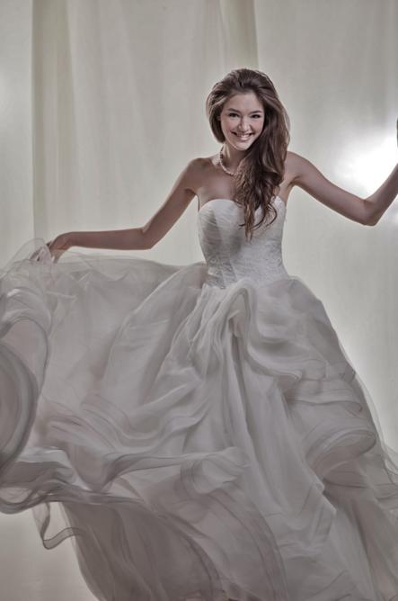 http://www.pwimages.com/images/perfectbride/e716d7b6f3574c27121ee51456312453-110.png