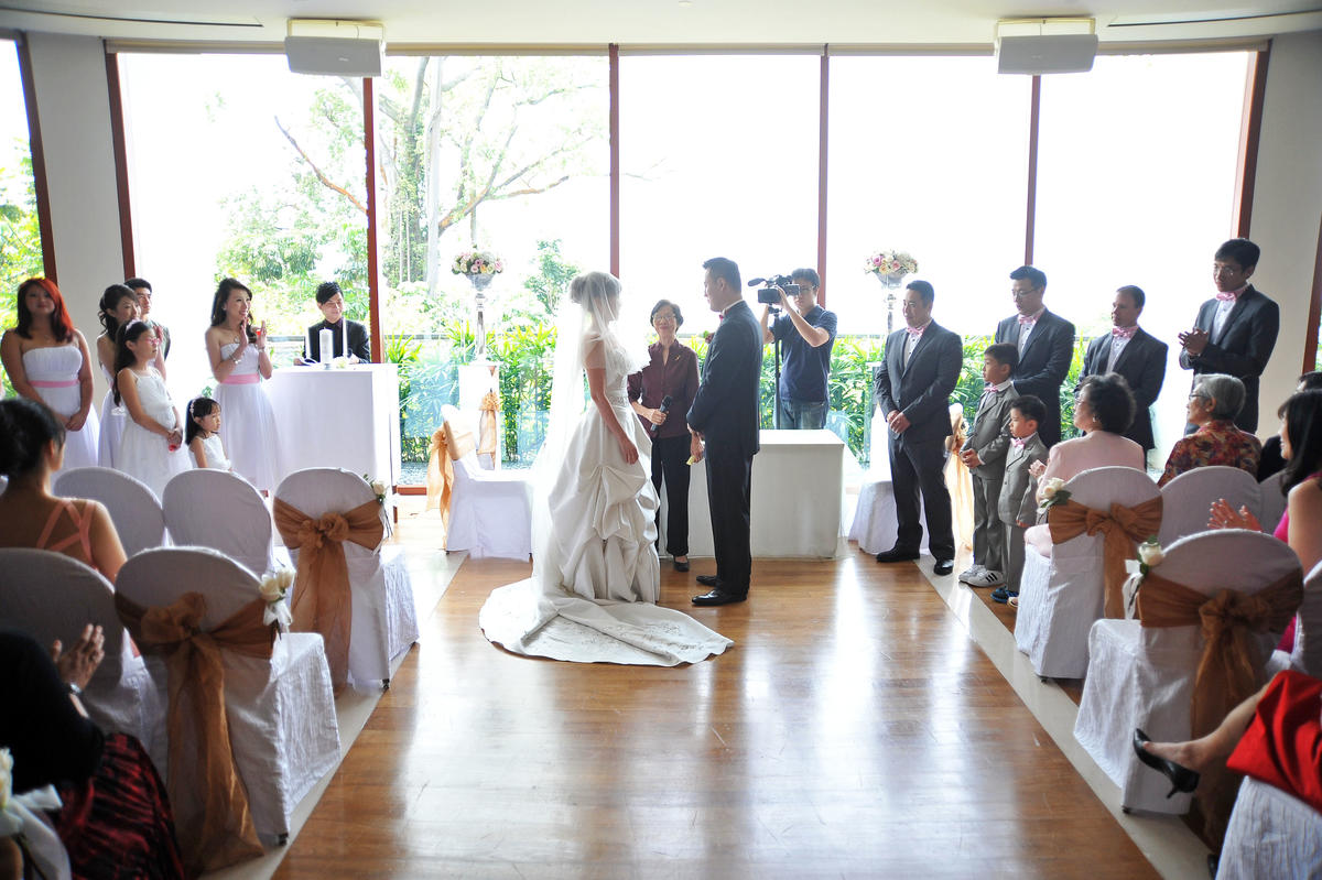http://www.pwimages.com/images/perfectbride/f0b03443fea20aebe89a6133b6b97811-livesnapps_tjserene_240312_246.jpg