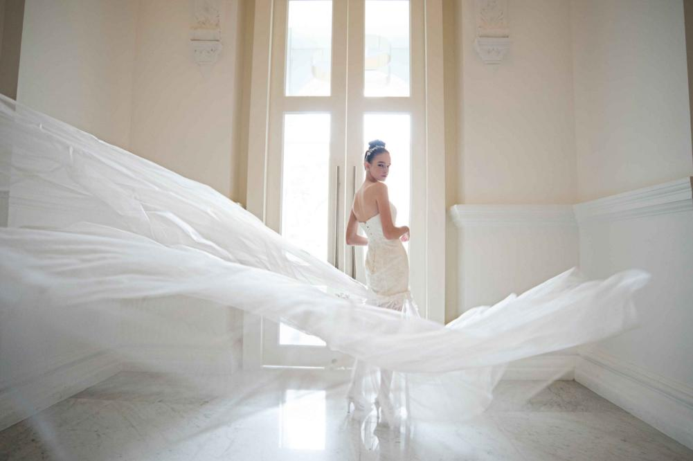 http://www.pwimages.com/images/perfectbride/f30b432bc6711f3546069fb9842257a4-51.png