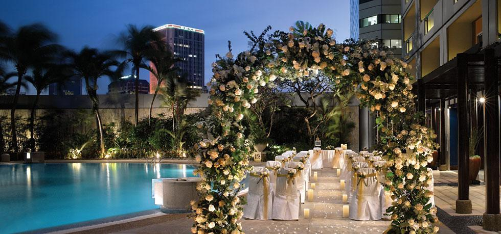 http://www.pwimages.com/images/perfectbride/f4014ca43b08532d77bd3c5bfd593ab4-6-Poolside-Solemnisation.jpg