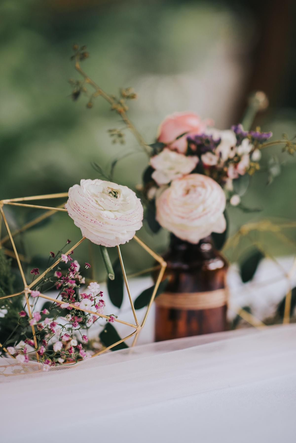 http://www.pwimages.com/images/perfectbride/f6f8619bc44b4a8d21992e1e0046a998-21stFeb17-009.jpg
