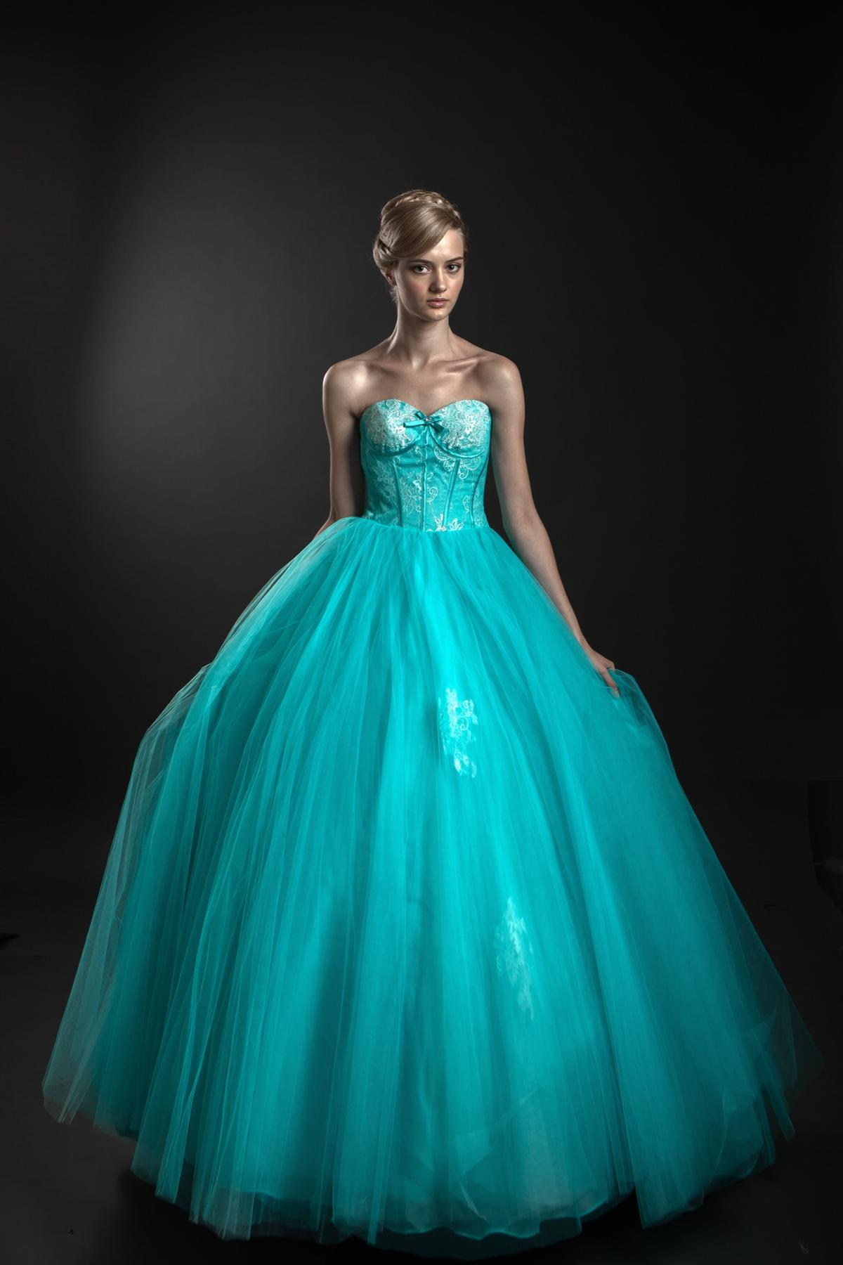 http://www.pwimages.com/images/perfectbride/fe9fa7b5439d5207483c7be84d48f886-IMG_5226.jpg